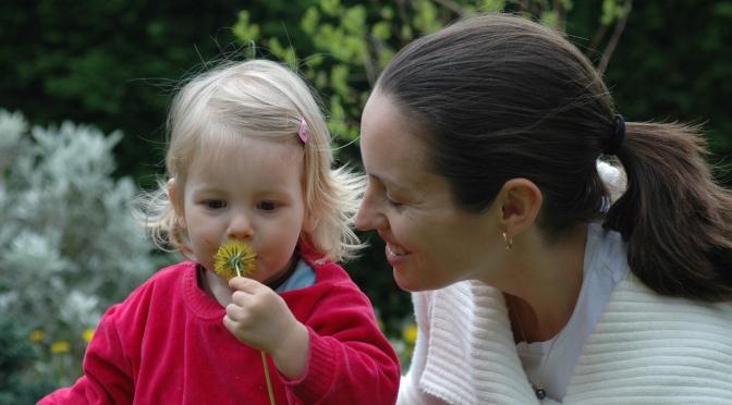 L'enfant n'a pas la capacité de gérer les émotions auxquelles il est confronté.